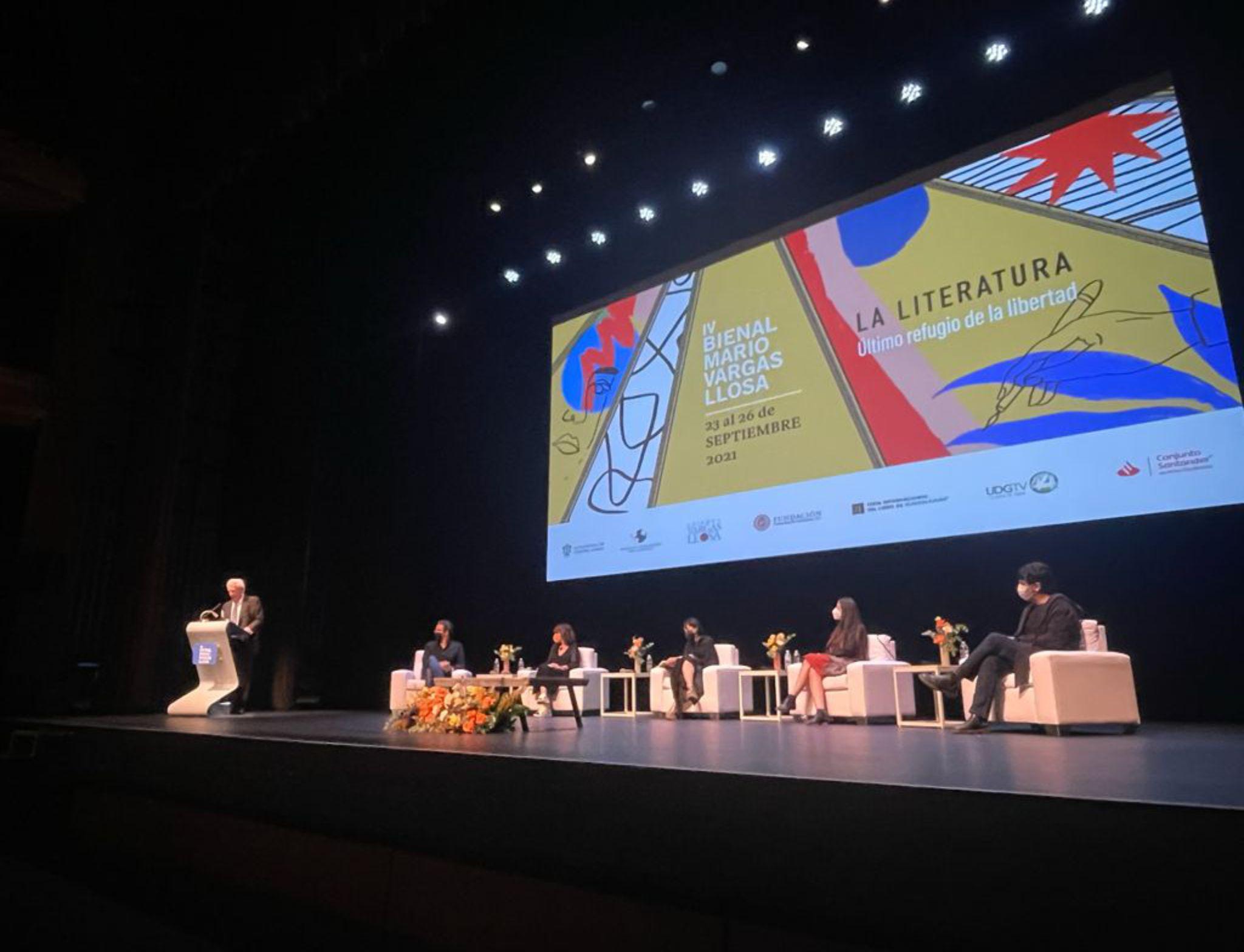 Juan Gabriel Vásquez gana la Bienal de novela Mario Vargas Llosa