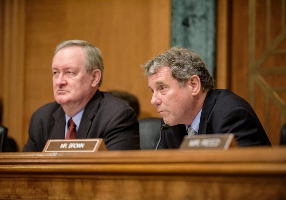 Senate Banking Chairman Asks OCC About Its Planned Crypto Rulemaking